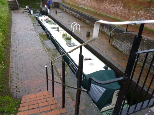 Narrow boat lock with narrow boat